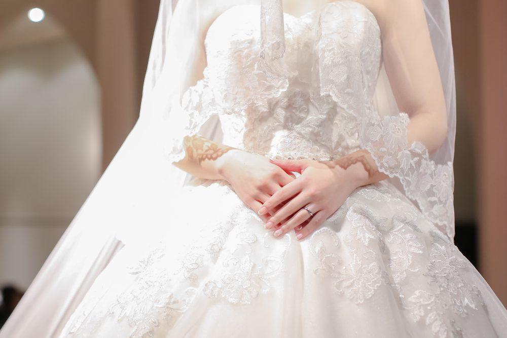 ウェディングドレス アレンジ 結婚式 花嫁