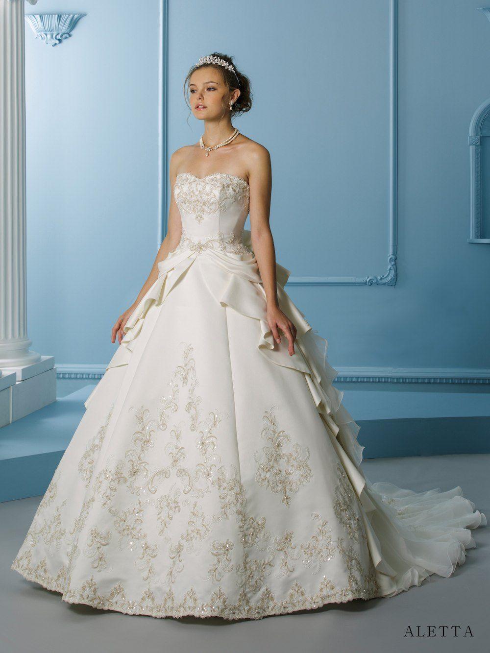 ブライダルヘア ティアラ アレンジ プリンセス ウェディングドレス