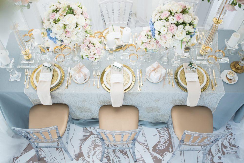 ゲストテーブル ブルー シンデレラ 装花